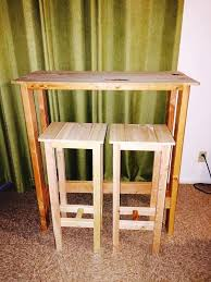 Bar Table And Stool Diy Pallet Bar Table With Stools 101 Pallets