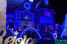 christmas light show illinois illinois home has christmas light show for child with cancer