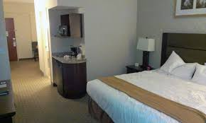 fridge u0026 wet bar picture of holiday inn express hotel u0026 suites