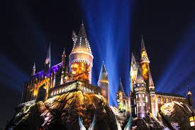 nighttime lights at hogwarts check out the nighttime lights at hogwarts castle brite and bubbly