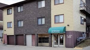 1 bedroom apartments in iowa city 1015 oakcrest i1 i8 1 bedroom j j real estate