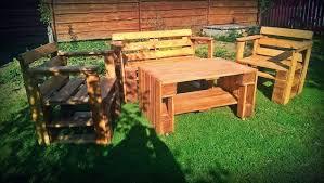 salon de jardi 52 idées pour fabriquer votre meuble de jardin en palette