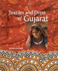 dress pattern of gujarat amazon com textiles and dress of gujarat 9781935677123 eiluned