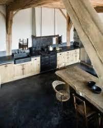 cuisine sol noir supérieur decoration poutre en bois 5 en bois chene et sol noir