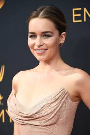 the emmys 2016 emilia clarke proves minimalism is superchic allure