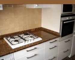 plaque de marbre pour cuisine plaque de marbre cuisine cheap remplacer le noir par marbre blanc