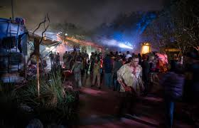 halloween horror nights 2016 videos exploring fear walking dead at orlando u0027s halloween horror nights