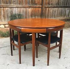 vintage table and chairs these vintage table and chairs oddlysatisfying