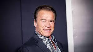 arnold schwarzenegger says he won u0027t vote donald trump hollywood