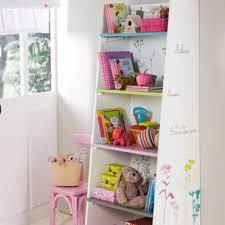 etagere chambre fille chambre d enfant 15 nouveautés pour fille à croquer chez