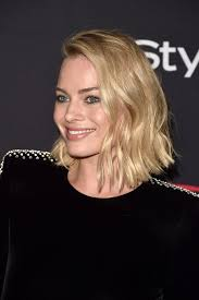 pictures of miss robbie many hairstyles midlength celebrity hairstyles popsugar beauty