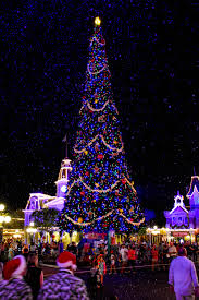 magic kingdom christmas lights mouseplanet mickey s very merry christmas party entertainment