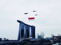 Singapur Flag Singapore National Flag Flown Over Marina Bay Sands Hotel