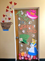 alice in wonderland dorm decoration for halloween diy