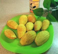 eau de fleur d oranger cuisine madeleines à la pistache et eau de fleur d oranger à voir