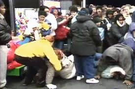amazon kills black friday 10 violent black friday shopping injuries deaths us news
