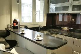 modele cuisine amenagee cuisine equipee modele cuisine noir et bois meubles rangement