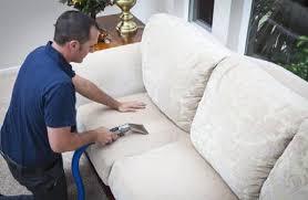 nettoyer canapé tissu vapeur nettoyage a vapeur canapés banquettes chaises ou fauteuils