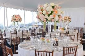 Decorate A Vase 28 Round Table Centerpieces In Different Styles Everafterguide