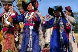 ladakh clothing traditional dress of jammu kashmir