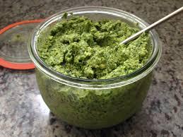 cuisiner le vert des blettes pas bête la côte de bette deux recettes pour le prix d une hungry