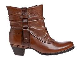 womens boots that feel like sneakers the 25 best quoi porter avec bottines camel ideas on