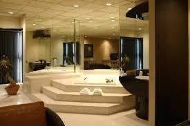 hotel avec bain a remous dans la chambre hôtel le prestige hôtels montréal est hébergement québecoriginal