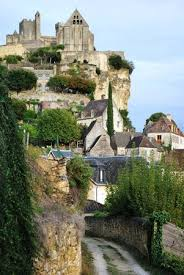 chambres d hotes beynac et cazenac view of the town castle after walking through woods picture of