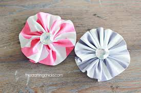 fabric flowers easy ruffle fabric flowers the crafting