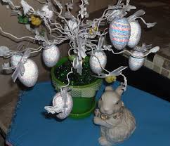 hollyshome family life easter egg tree recycled from old easter
