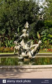 regents park gardens ornamental pond with statues and