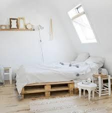 chambre palette comment faire un lit en palette 52 idées à ne pas manquer