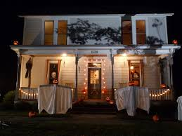 halloween horror nights michael myers spend halloween night inside replica of the michael myers house