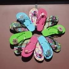 flip flop wreath flip flop wreath how to make a recycled wreath decorating on