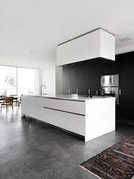 cuisine contemporaine grise 1 cuisine contemporaine grise avec sol en béton ciré gris et tapis