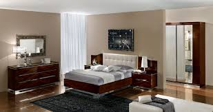 Black Mirrored Bedroom Furniture Fabulous Design Ideas Using Rectangular Brown Wooden Tables And