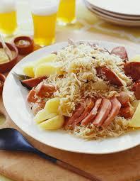 cuisiner la choucroute choucroute garnie pour 4 personnes recettes à table