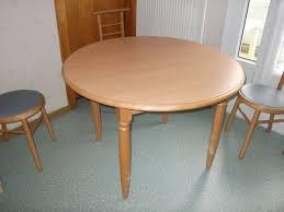 table de cuisine ronde table cuisine ronde hêtre clasf