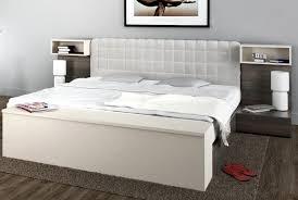 table pour chambre chevet design pour lit hifi chevet design et moderne assortis à