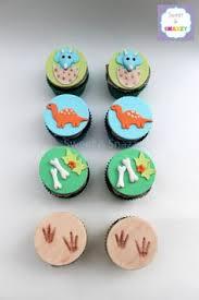 dinosaur cupcakes dinosaur cupcakes maybe do yoghurt covered sultanas for eggs and