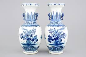 Large Chinese Vases A Pair Of Large Blue And White Chinese Vases 19th C Rob