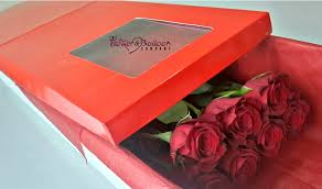 flowers in a box flowerandballooncompany archive 6 stems roses in a