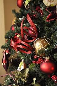 How To Decorate A Christmas Tree With Ribbon Garland How To Decorate A Christmas Tree Very Good Tutorial I Am So