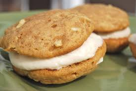 apple whoopie pies with cinnamon cream cheese frosting macaroni