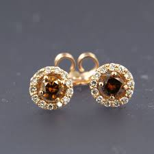 gold ear studs 14 kt gold ear studs with a central chagne coloured