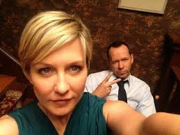 back view of amy carlson hair amy carlson on twitter it s family dinner on bluebloods having a