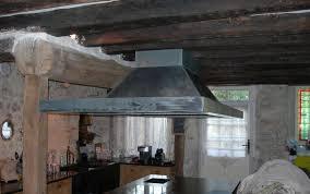 hotte de cuisine centrale creation autour du zinc hotte centrale en zinc