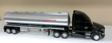 kenworth tractor trailer kenworth t700 oil tanker 1 32 scale tractor trailer model acapsule
