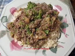 cuisine avec du riz recette de boeuf et brocoli en sauce avec riz