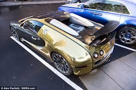bugatti gold and gold bugatti veyron of a saudi millionaire makes crowds go berserk